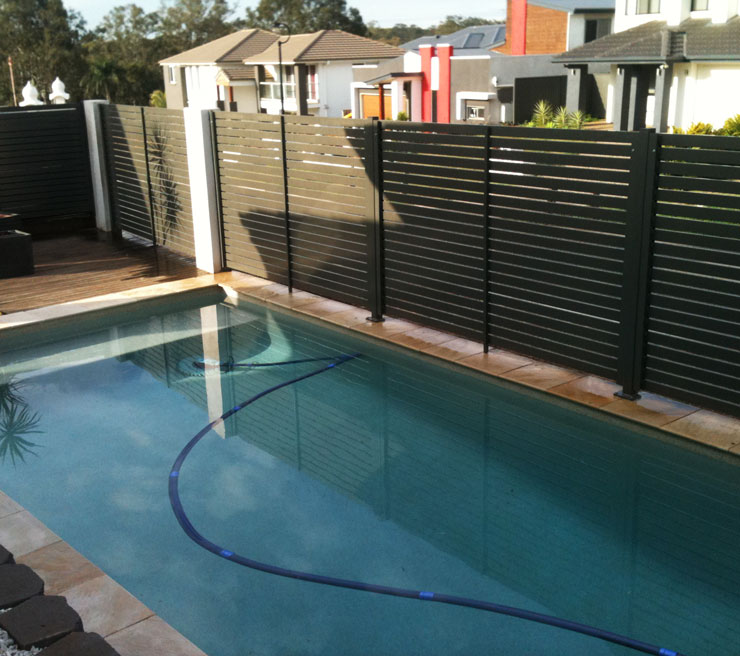 Slatted privacy screens by hi liner pool fencing brisbane for Pool privacy screen