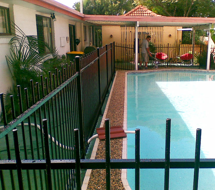 Aluminum pool fencing hi liner and
