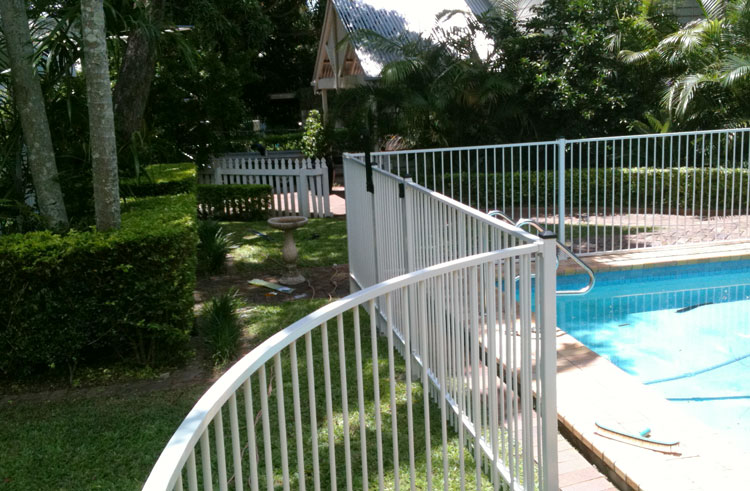 Aluminum pool fencing hi liner pool and aluminum fencing for Pool fence design qld